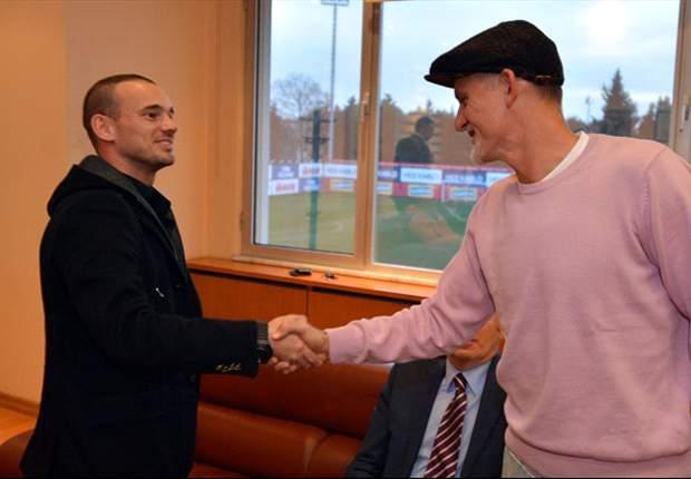 Sneijder revela que assinou com o Gala depois de ouvir conselhos de Mourinho