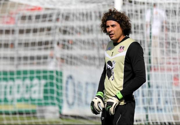 Por tercera vez, Guillermo Ochoa en el '11' de L'Equipe