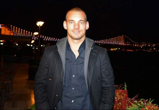 Sneijder arriving in Istabul