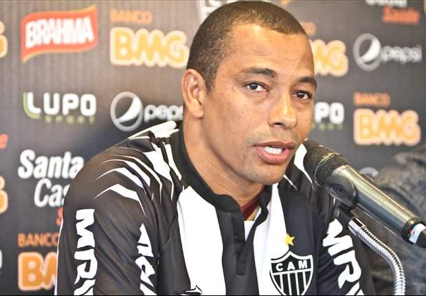 Gilberto Silva evita falar em retorno à Seleção com Felipão