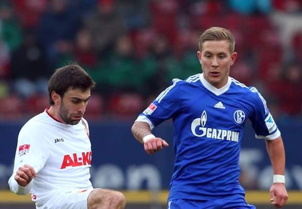 Rentree Huntelaar helpt Schalke 04 niet