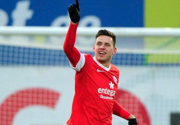 Schalke announce Szalai signing