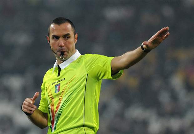 Juventus-Genoa diventa una corrida arbitrale: i rossoblù chiedono un rigore, i bianconeri due. E Conte si traveste da ultrà...