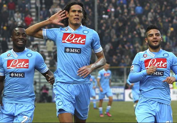 Edinson Cavani Tepis Rumor Real Madrid & Barcelona