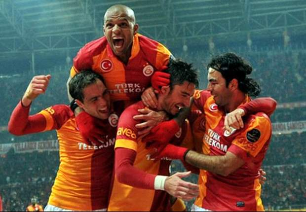 Galatasaray Istanbul bleibt durch einen 2:1-Heimsieg gegen Besiktas an der Tabellenspitze
