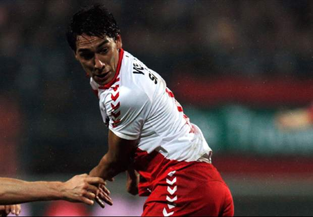 Adam Sarota in action for FC Utrecht