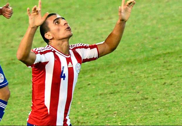 Paraguay vence a Uruguay y se sube a la cima
