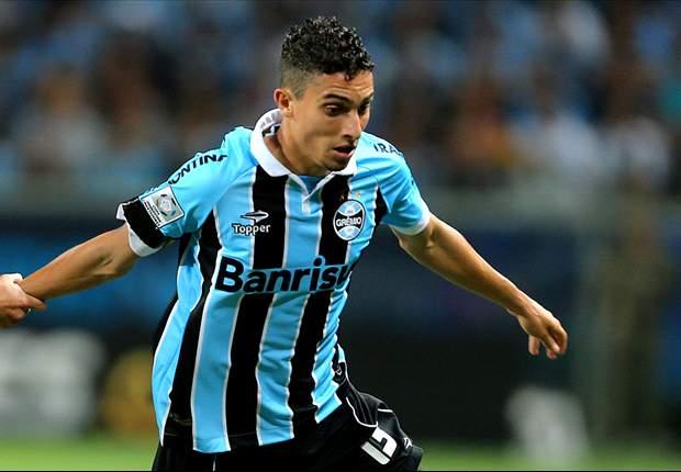 Após lesão facial de Alex Telles, Grêmio volta a apostar em Fábio Aurélio
