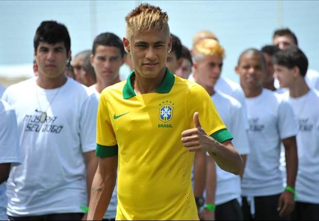 Neymar apresenta novo uniforme da seleção brasileira