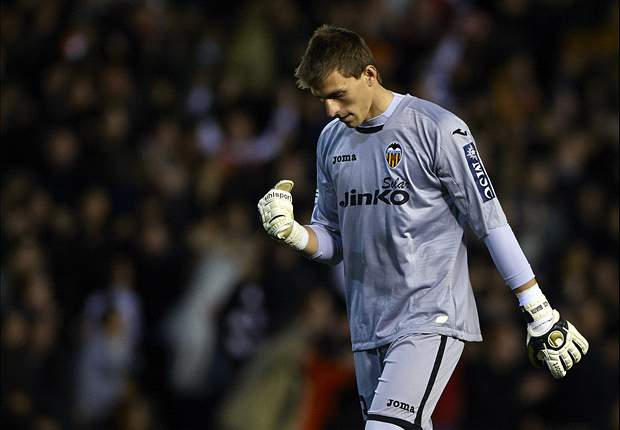 Arsenal in Valencia for talks over €20m Guaita