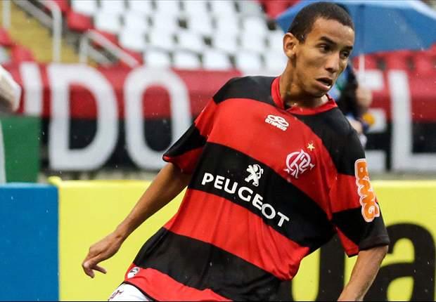 Rafinha renova com o Flamengo