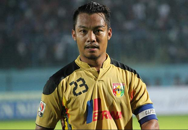 Hamka currently plays for Mitra Kukar in the ISL.