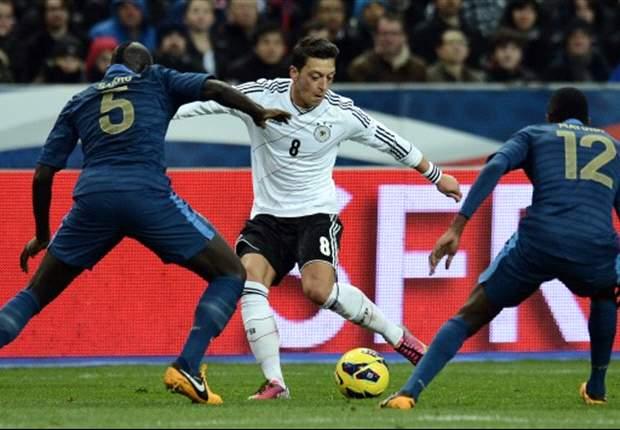 Unsere Legionäre: Mesut Özil und Sami Khedira kommen spielerisch zum Sieg