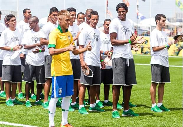 Brasil presenta su nueva camiseta para el 2013
