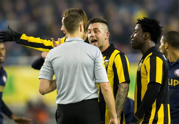 Vitesse start zonder leider aan inhaalrace
