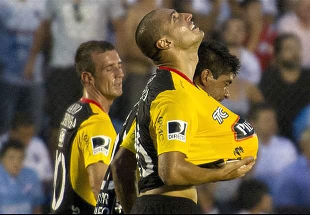 Nacional empata con el Barcelona en una noche para olvidar del árbitro chileno Enrique Osses