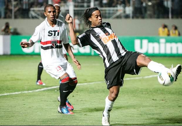 Atlético Mineiro vence a Sao Paulo con dos genialidades de Ronaldinho