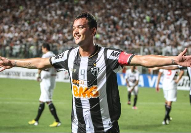 Réver admite que Thiago Silva e David Luiz estão em um nível acima