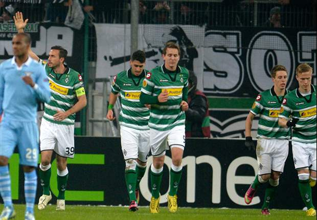 Tiga Fans Borussia Moenchengladbach Ditikam