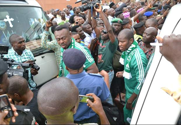 PHOTOS: Victorious Super Eagles received with pomp in Lagos