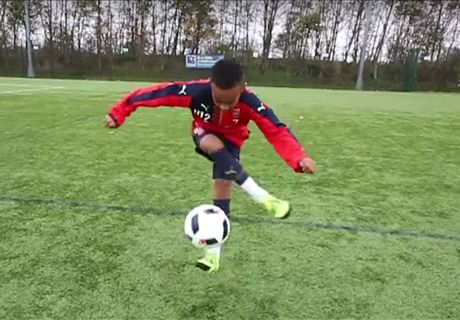 VIDEO: Arsenal's backflipping starlet