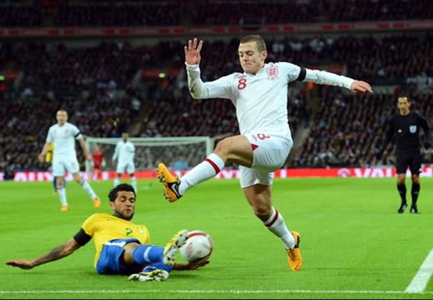 Dani Alves ziet Wilshere graag bij Barça