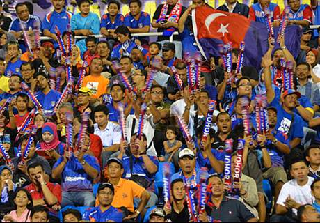 JDT fans invade Felda training session