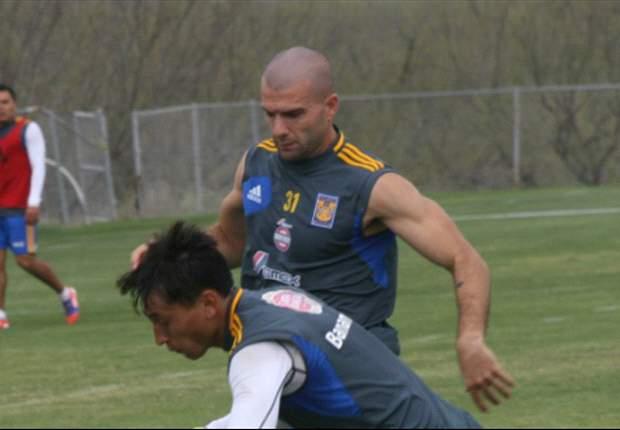 Emanuel Villa se lesiona y no jugará contra Monarcas