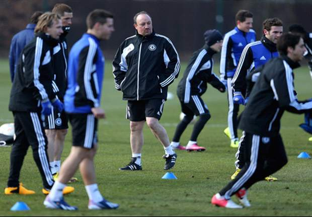 Benitez denies talk of a dressing room rift at Chelsea