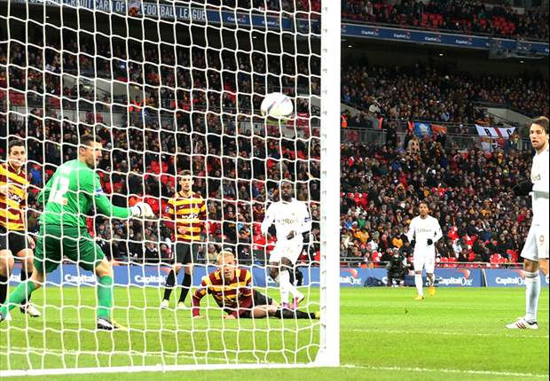 Swansea helpt Bradford hardhandig uit de droom