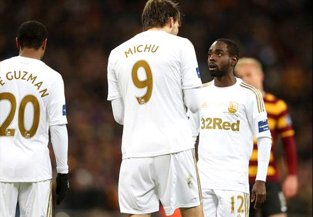 Should Jonathan de Guzman have allowed Swansea team-mate Nathan Dyer to take Capital One Cup final penalty?