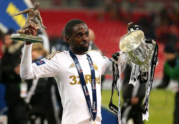 Dyer signs new four-year deal with Swansea