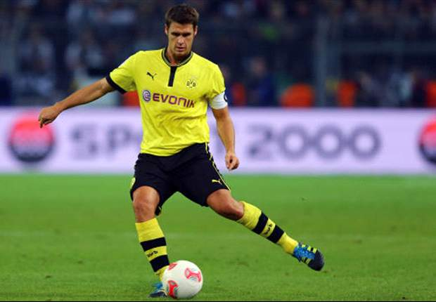 Dortmund captain Kehl extends contract to 2014