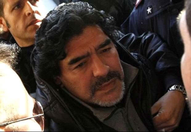 """Maradona: """"Pelé diz coisas estúpidas quando toma os comprimidos errados"""""""