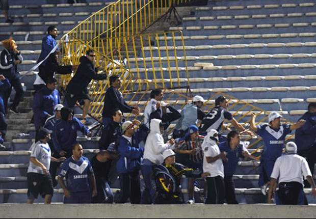 Los incidentes entre los hinchas de Peñarol y Vélez, sin detenidos