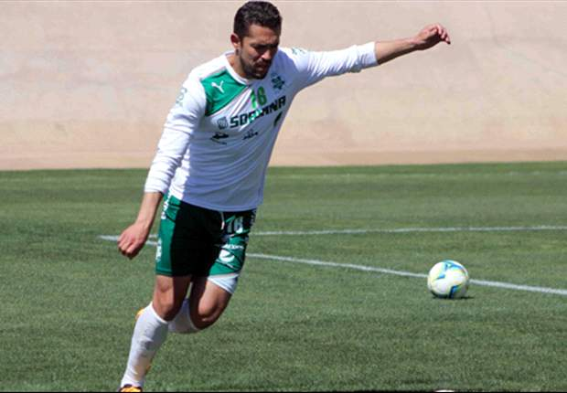 Herculez Gomez scores free kick against Atlante