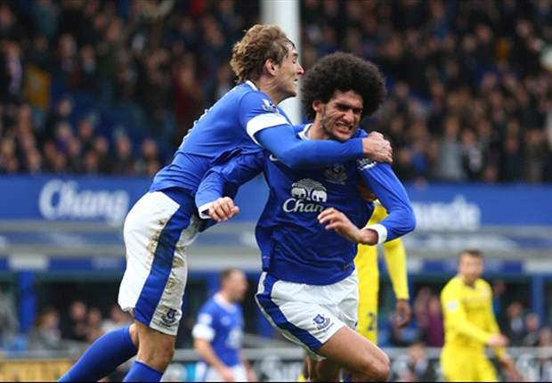 Everton 3-1 Reading: Toffees close gap on Arsenal with Pienaar on form