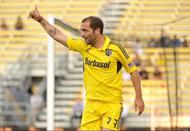 Columbus Crew 2-0 New York Red Bulls: Higuain brace dents Red Bulls' Shield hopes
