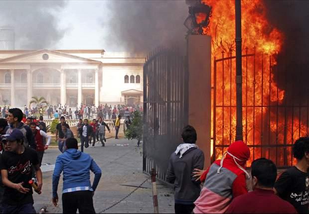 Saquean e incendian la Federación Egipcia de Fútbol y la escuela de policía