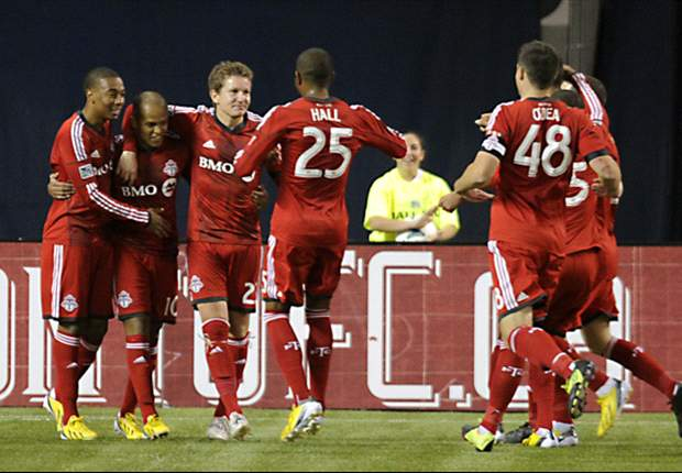 Toronto FC 2-1 Sporting Kansas City: Earnshaw brace gives Reds first win of the season