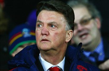 Van Gaal: I would know if Manchester United spoke to Mourinho