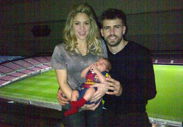 Piqué, Shakira y Milan en la foto