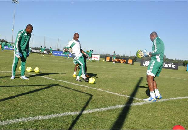 Ike Shorunmu in training with Nigerian goalkeepers