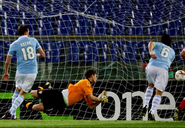 Lazio 3-1 Stuttgart (agg 5-1): Kozak hat-trick sees Biancocelesti through