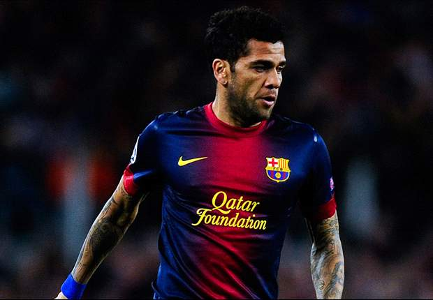 Alves not ruling out a possible move away from Barca