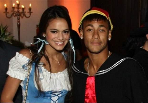 Neymar imita a Lionel Messi disfrazándose de 'Quico' del 'Chavo del 8'