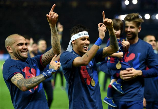Dani Alves: Barca would be crazy not to give Neymar new deal