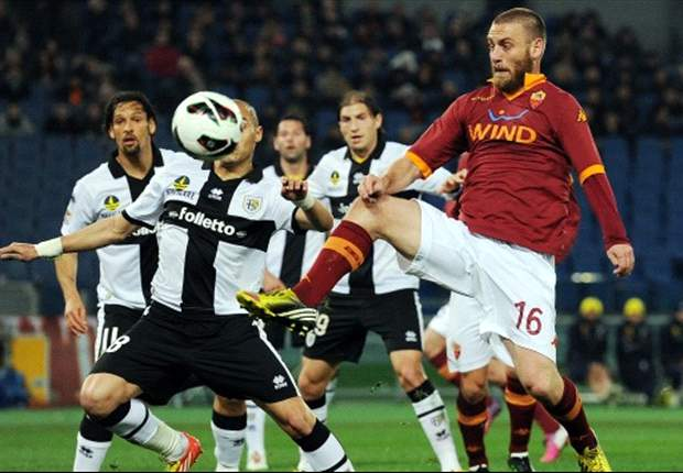Italy boss Cesare Prandelli is in favor of a Daniele De Rossi transfer from Roma