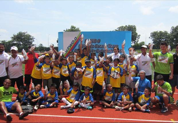 Kids get free coaching clinic as part of H-TWO-O Ultimate Dream Team Champions Community Outreach