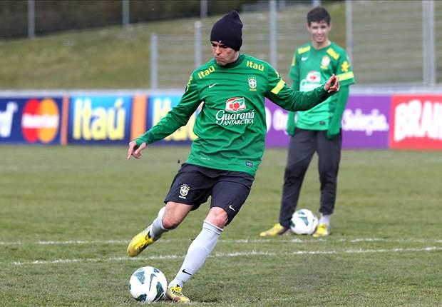 Kaká no será titular en el Italia-Brasil de mañana